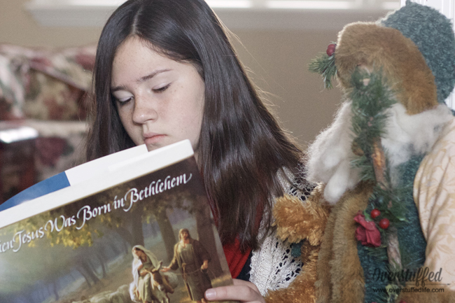 16 books to read with your family at Christmas time.