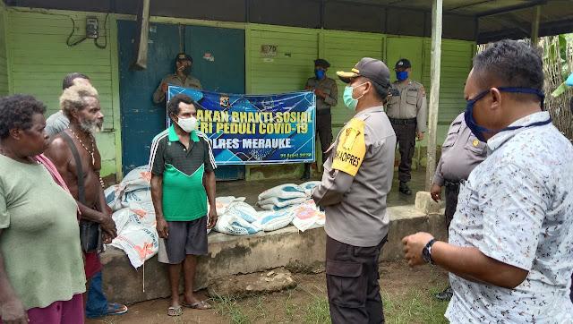 Ary Purwanto Pimpin Pembagian 1000 Paket Sembako di Merauke