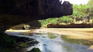 pantai tersembunyi di Trenggalek