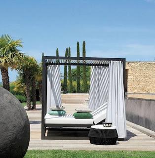 tr s contemporains mod les de lit baldaquin d cor de maison d coration chambre. Black Bedroom Furniture Sets. Home Design Ideas