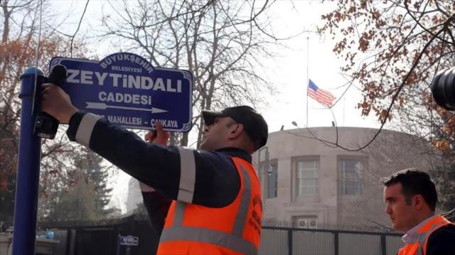 Turquía desafía a EEUU al cambiar nombre de calle de su embajada