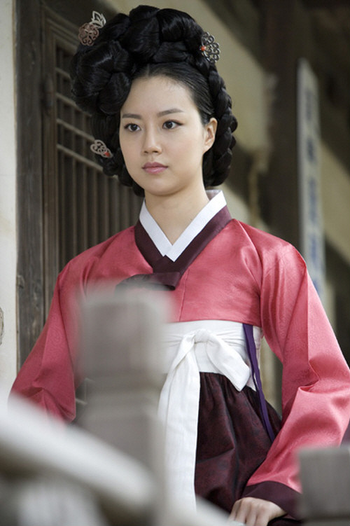 Moon Chae Won (문채원), the gisaeng lady Jeong-hyang (정향) in Painter of the Wind