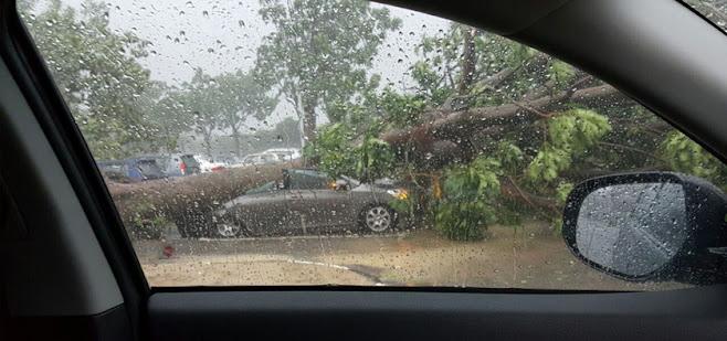 Hujan batu dan ribut melanda ibu negara
