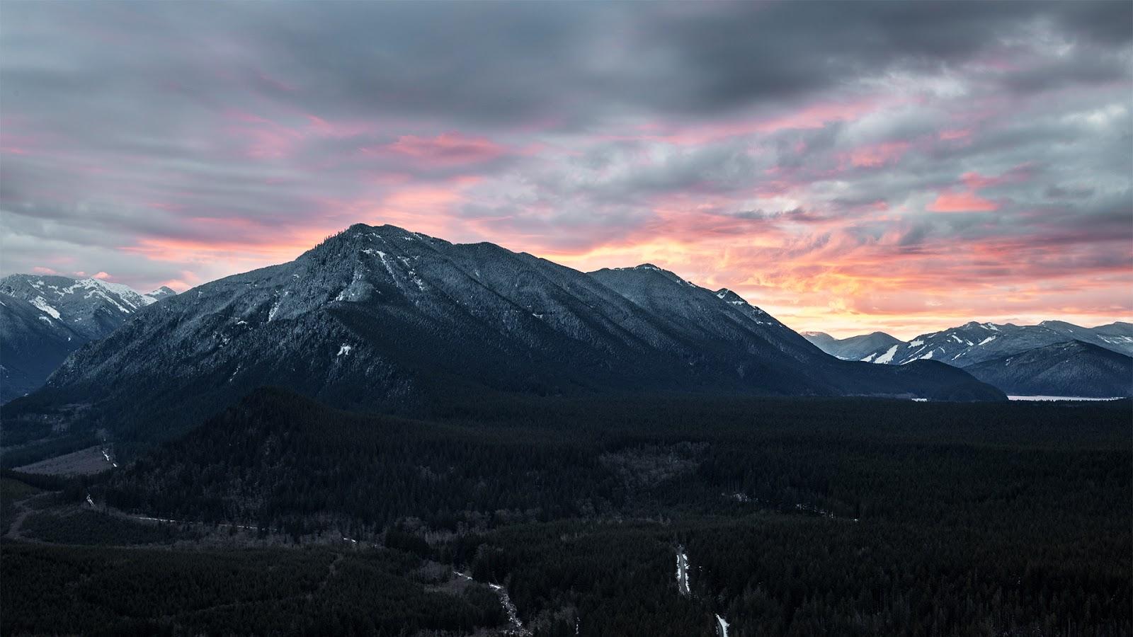 Пейзаж: гора и закат