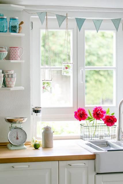 Blumendeko in der Küche