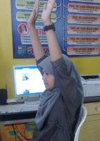 Peregangan punggung di kantor, stretching tangan untuk orang sibuk