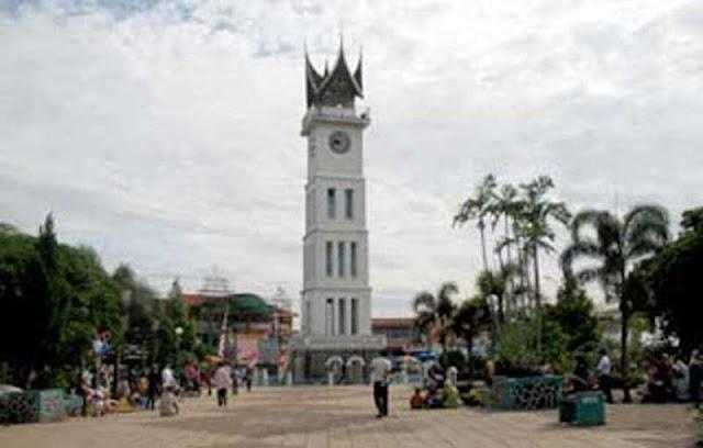 Jam Gadang adalah sebuah menara jam yang merupakan markah tanah kota Bukittinggi dan prov Sejarah Berdiri Jam Gadang Bukit Tinggi