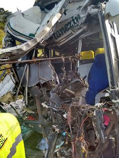 Acidente Grave na Regis Bittencourt entre Ônibus de Turismo e Carreta carregada de Peixes