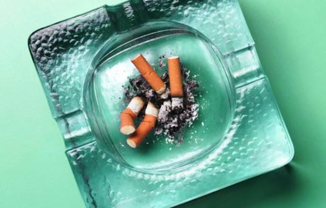 сидеть рядом с курильщиком вредно