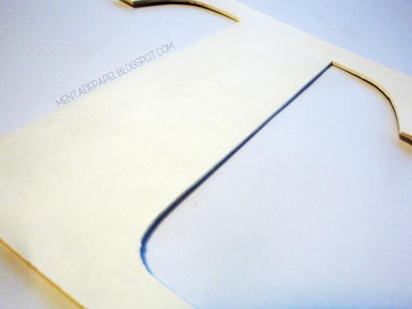 Letra T blanca de cartón