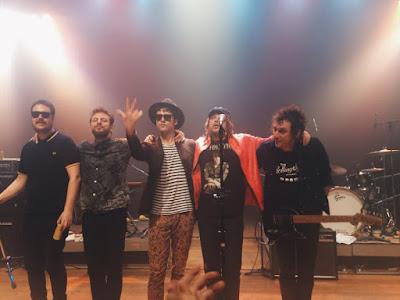 Com novidades no setlist, gravação de reality da Vevo e Beto na guitarra, Cachorro Grande se apresentou em São Paulo