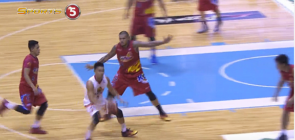 Simon Enciso Fakes Out Entire Rain or Shine Defense (VIDEO)