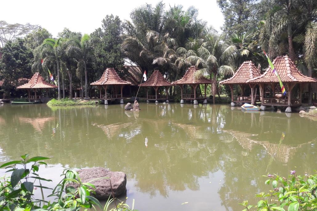 Winda Oei Selaras Di Obyek Wisata Watugunung Ungaran
