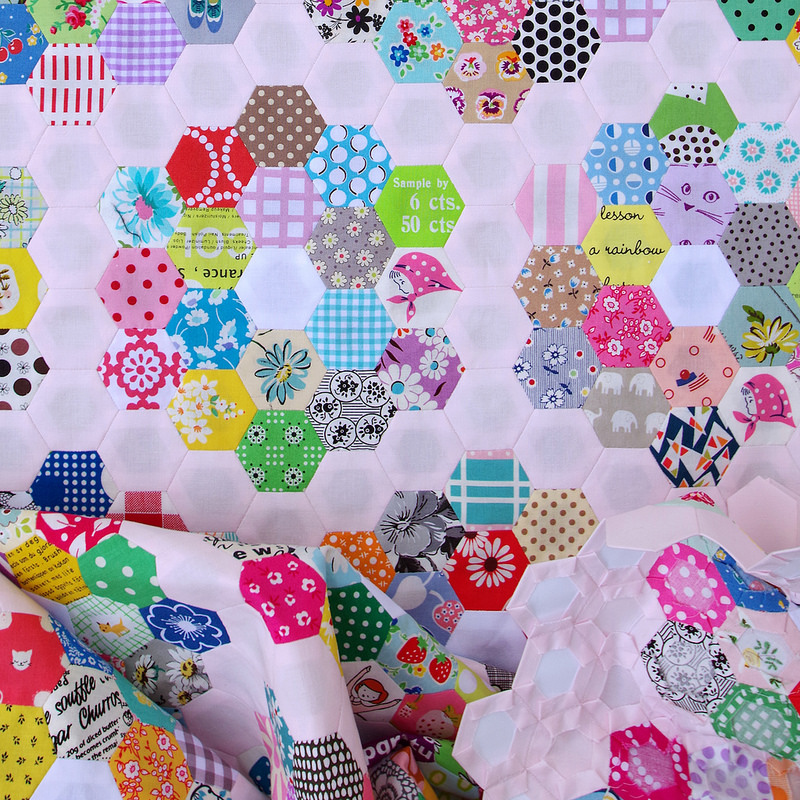 Grandmother's Flower Garden Quilt - Part 2 | © Red Pepper Quilts 2018 #scrapquilt #hexagons #englishpaperpiecing