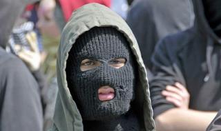 нападение на полицейского в германии
