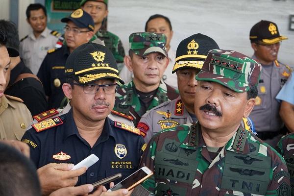 Panglima TNI Bawa Dirjen Bea dan Cukai Ke Entikong