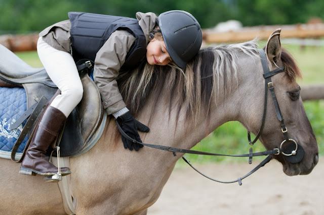 https://2.bp.blogspot.com/-_k4LpPHWEaE/V50XafgbEiI/AAAAAAAACL0/YASimcXTlsUEgi-NCQQqYgT4gvw3nj3TQCLcB/s640/kid-on-a-horse1.jpg