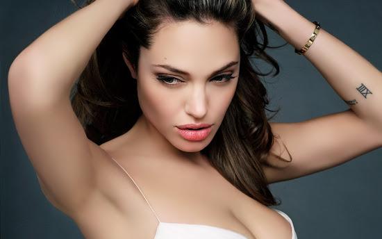 Hot Celebrity Angelina Jolie