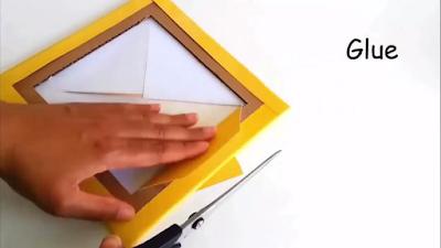 Setelah pola X digambar dan dipotong, lipat setiap sisi pola lalu rekatkan dengan lem