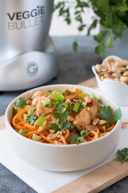Spaghetti de patate douce, poulet et sauce cacahuètes - Veggie Bullet