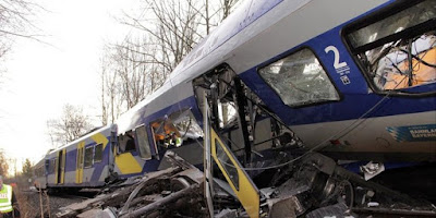 Kecelakaan Paling Fatal Akibat Main Ponsel Berlebihan