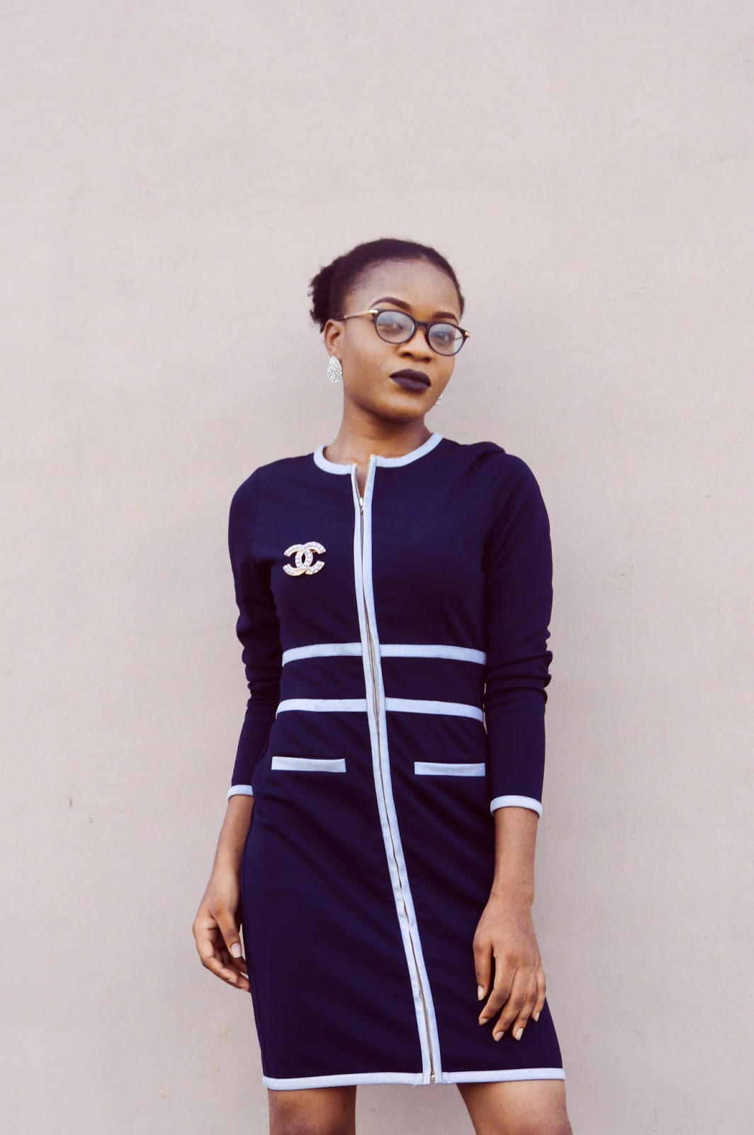 navy blue and white zip up dress, chanel brooch, round clear eyeglass, oncedarplanet, cedaradinfono