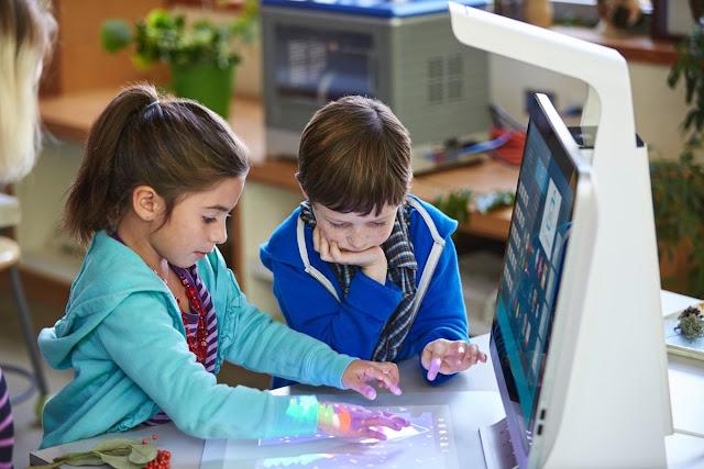 дети с 3D-моноблоком HP Sprout Pro