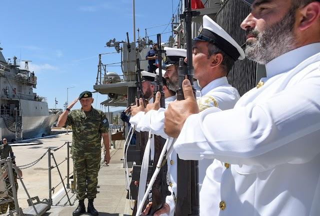 Στο Αρχηγείο Στόλου ο Α/ΓΕΕΘΑ εν μέσω τουρκικών προκλήσεων (ΦΩΤΟ)