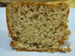 http://www.blogcomreceitas.com.br/2012/04/bolo-de-canela-de-liquidificador-mega.html