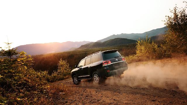 """toyota land cruiser nhap my 8 - Đánh giá Toyota Land Cruiser V8 5.7 lít nhập Mỹ : Chỉ một chữ """"TUYỆT"""" - Muaxegiatot.vn"""