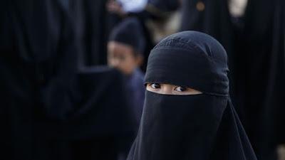 Tentangn Cadar Dan Hijab Bagi Muslimah