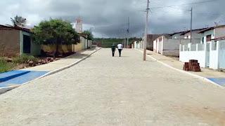 Juiz manda Energisa retirar postes de rua em obra de calçamento em Cabaceiras