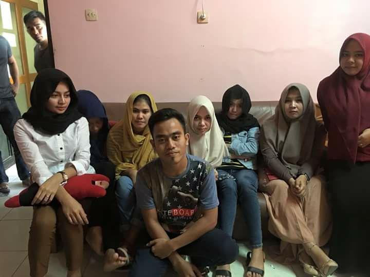 Teen girls in Banda Aceh