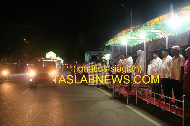 Walikota H M Syahrial saat melepas pawai takbiran menyambut Hari Raya Idul Adha 1439 H, Selasa (21/8) malam.