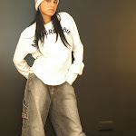 Andrea Rincon, Selena Spice Galeria 19: Buso Blanco y Jean Negro, Estilo Rapero Foto 19