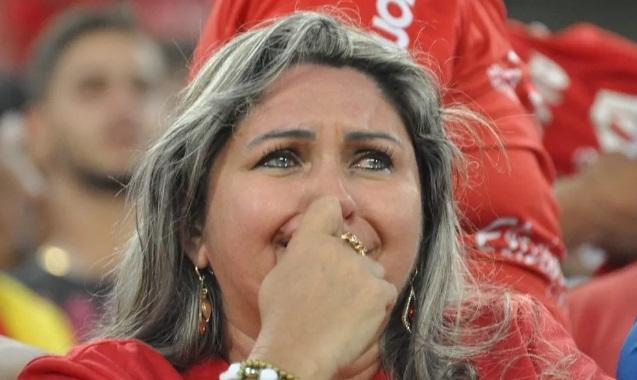 torcedora do america de natal chorando