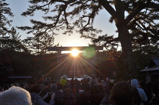 伊勢神宮の朝日