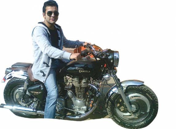 Royal Enfield Motorcycles Wide Tires Make His Royal