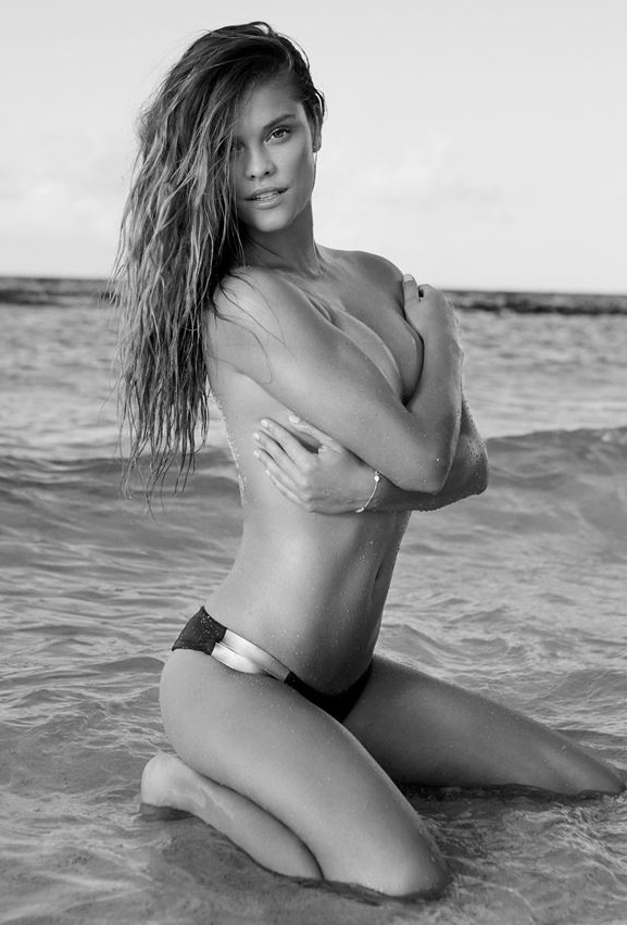 Nina Agdal posa em seção de fotos super sexy!