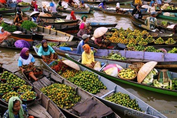 Pasar Terapung Sungai Barito