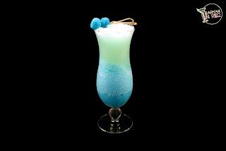 cocteles con ron coco azul barmaninred