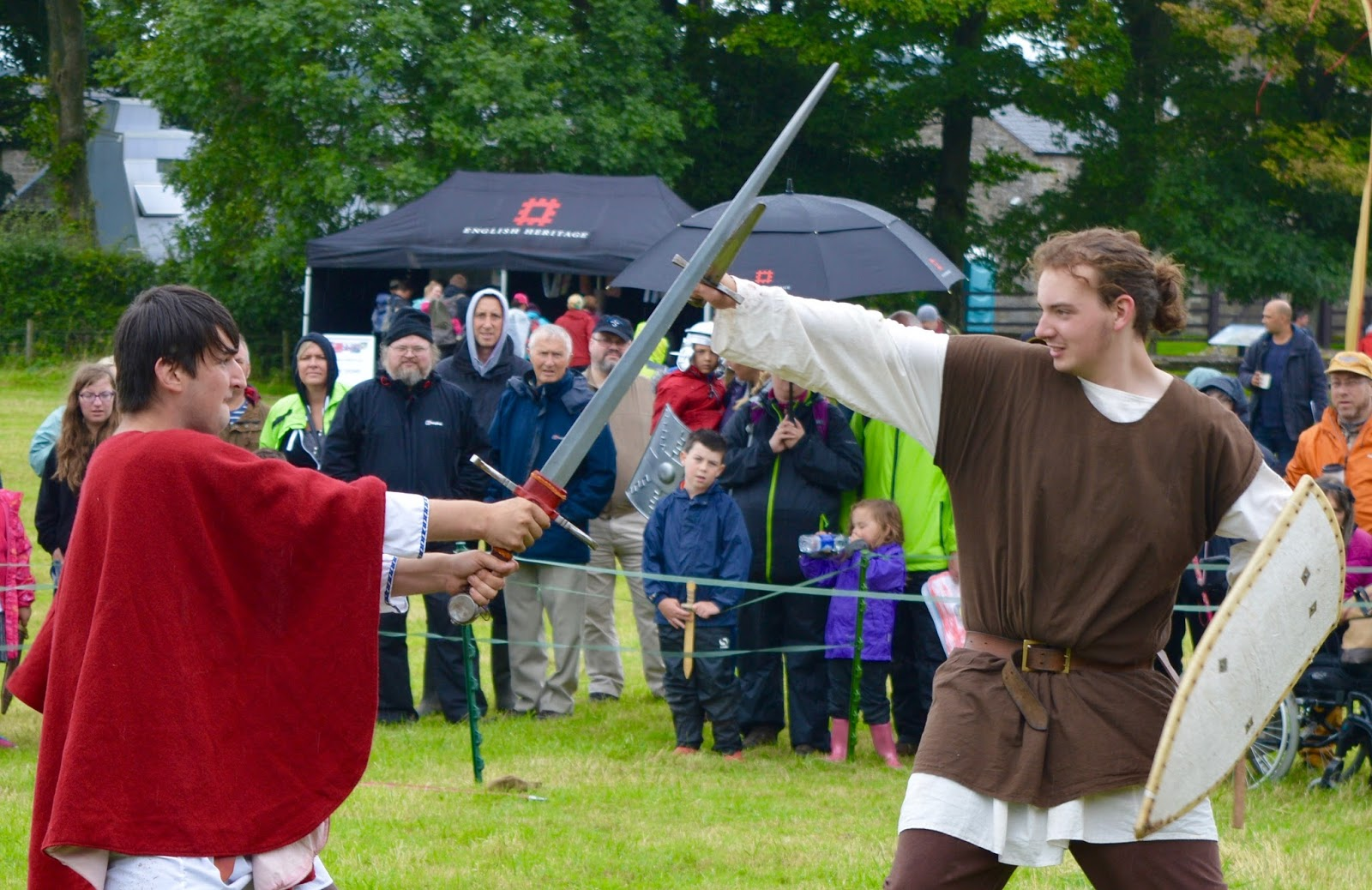 Hadrian's Wall Live 2016 | Birdoswald Roman Fort & Housesteads - A Review - Gladiator battle skills and weapons