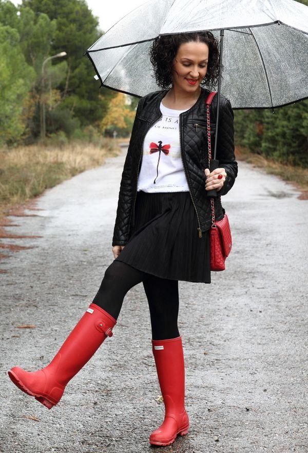 Outfits con botas para lluvia