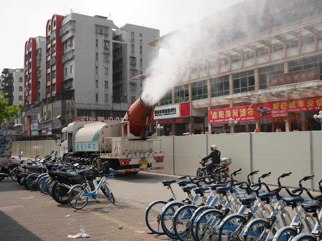 truck with active water mist cannon