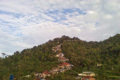 Ziarah ke Makam Sunan Muria di Kudus Jawa Tengah Tempat Wisata Terbaik Yang Ada Di Indonesia: Ziarah ke Makam Sunan Muria di Kudus Jawa Tengah