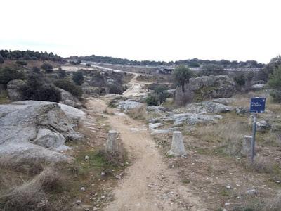 Puente medieval del Batán, con el grupo de senderismo - escapadillas.com