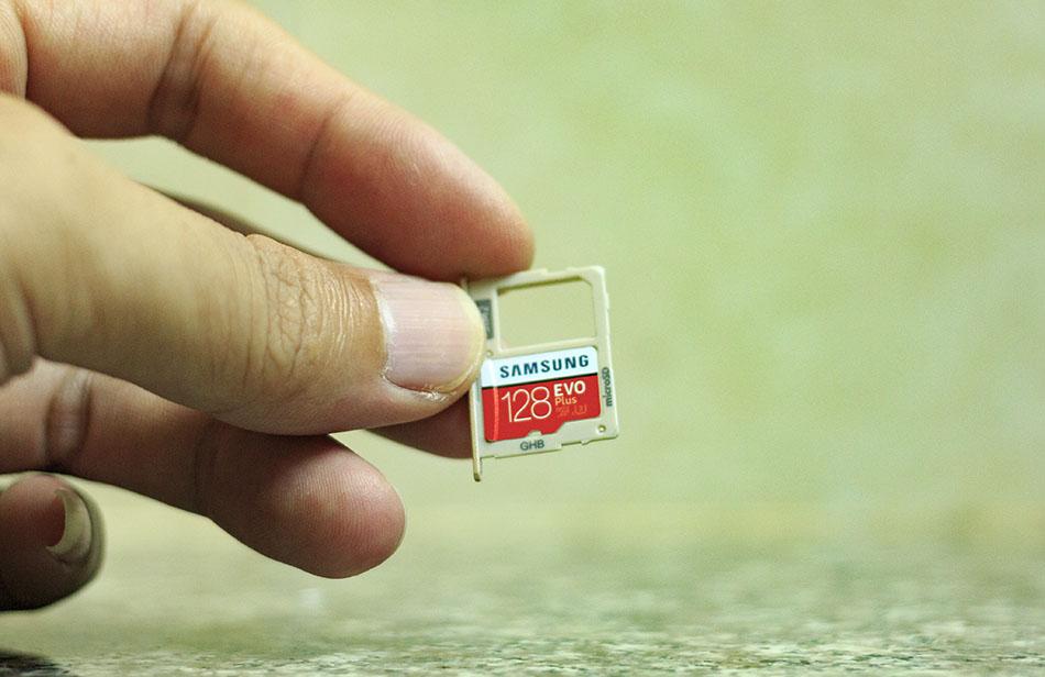 Trên tay thẻ nhớ microSDXC Samsung Evo Plus 128GB