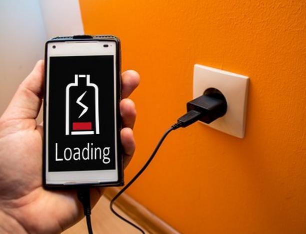 Bahayanya Nge-Cas menggunakan Charger Fast Charging yang bukan Bawaan Smartphone