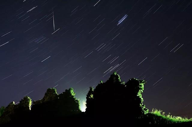 Chuva de meteoros poderá ser vista na madrugada desta sexta em todas as regiões do Brasil