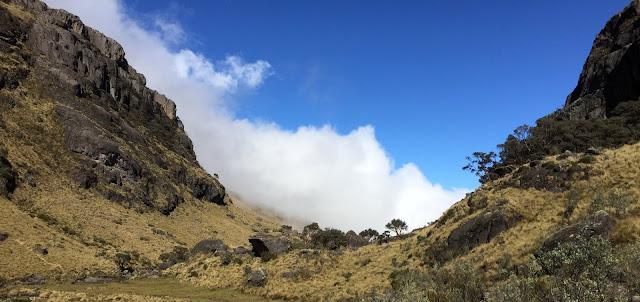 Clouds approach a Caja notch